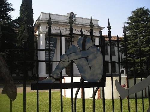 Escuela de Mecánica de la Armada, Buenos Aires. Argentina (2006). Wikimedia Commons