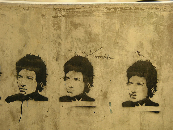 Bob Dylan graffiti in Lincoln Square, Chicago. Photo by Mac(3) / Flickr