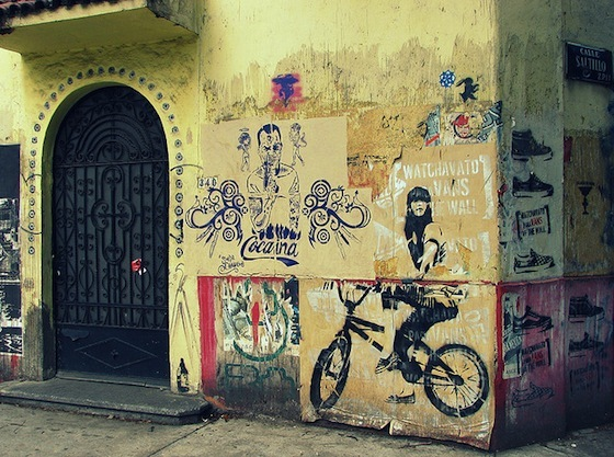 <i>Grafitiame La Esquina</i> (2008). Photograph by Gonzalo Saenz / Flickr