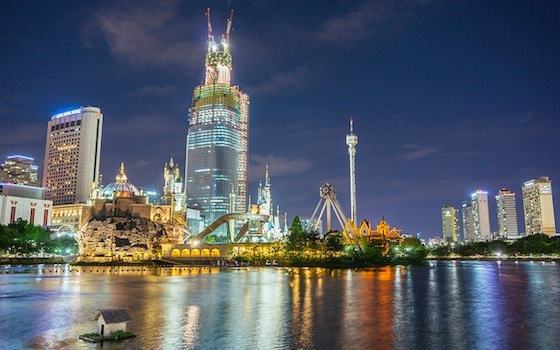 <i>Seokchon Lake and the Lotte World recreation complex, Seoul</i> (2014). Photograph by Teddy Cross / Flickr