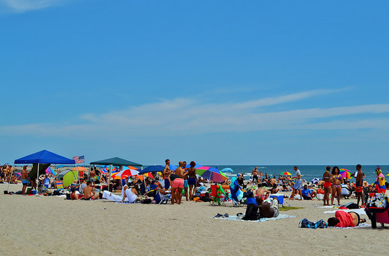 Jacob Riis Beach. Photograph by gigi_nyc / Flickr