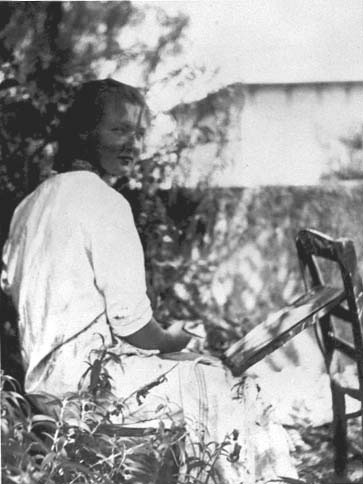 Charlotte Salomon painting in the garden at Villa L'Ermitage, Villefranche-sur-Mer (ca.1939).