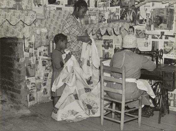 <i>Jennie Pettway and another girl with the quilter Jorena Pettway</i> (1937). Photgraph by Arthur Rothstein / Library of Congress Prints and Photographs Division