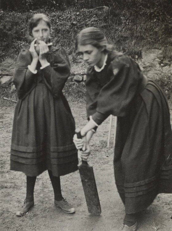 <i>Virginia Woolf and Vanessa Bell playing cricket</i>. Harvard Theatre Collection