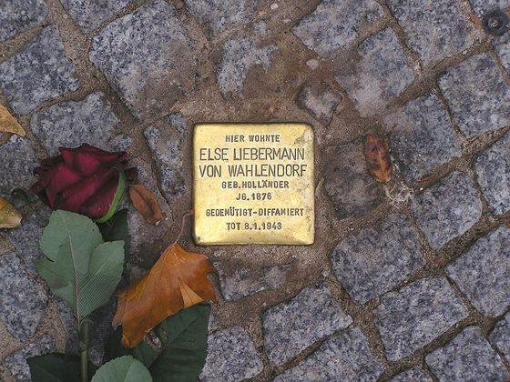A Stolperstein memorial stone in Berlin. Photograph by Axel Mauruszat / Wikimedia
