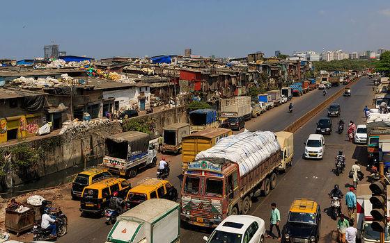 <i>Dharavi Near Mahim Junction</i>. © A.Savin / Wikimedia Commons