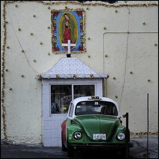 <i>Taxi Shrine, Mexico City</i> (2010). Photograph by Shiralee Saul / Flickr