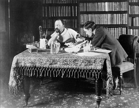 Sir Henry Head (left) and W. H. R. Rivers (right) experiment on nerve function / Wikimedia Commons