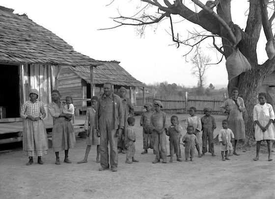 Descendants of slaves of the Pettway plantation, at Gees Bend, Alabama, February 1937. Photograph by Arthur Rothstein / US Farm Security Administration