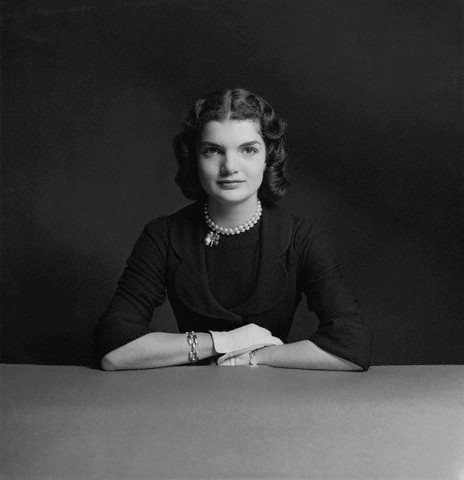 Jacqueline Bouvier Kennedy Onassis (1951). Photography by Richard Rutledge. Flickr / Christine dovima_is_devine_II