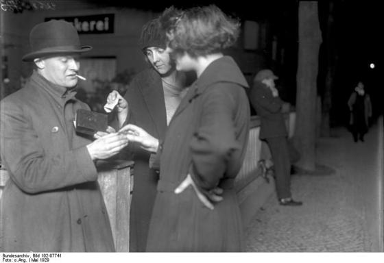 <i>Women purchase cocaine capsules in Berlin</i> (1924). Photograph by Georg Pahl / Wikimedia Commons
