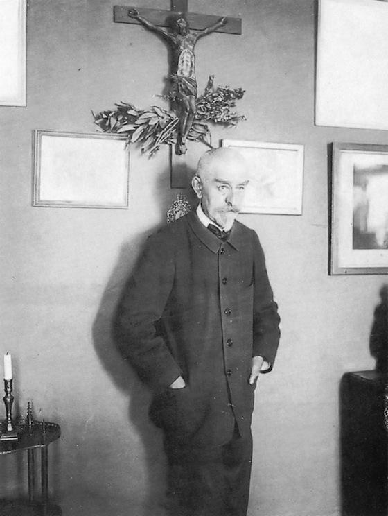 <i>J. K. Huysmans (18481907)</i>. Photograph by Dornac / Wikimedia Commons